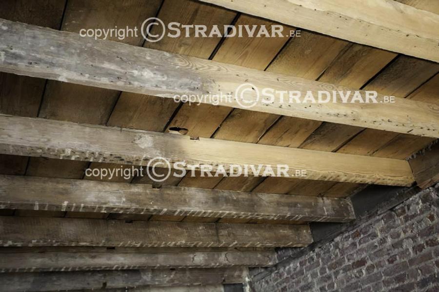 Zandstralen van hout trappen deuren balken foto